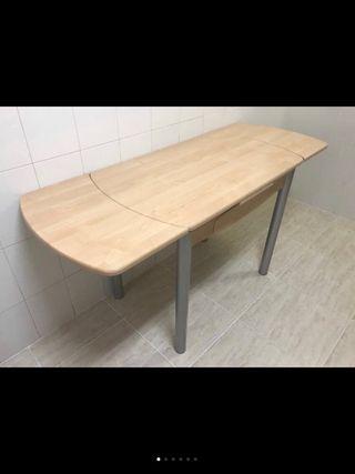 Mesa de cocina + 4 sillas acero
