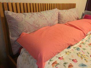 Estructura de cama con cabecero de madera 140x200