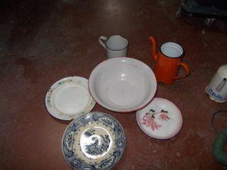 lote platos,vaso y tetera metalica esmaltados