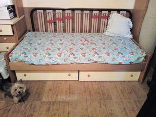 dormitorio con cama de 90