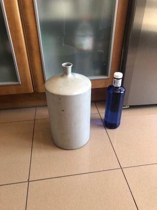 Antigua botella de aluminio