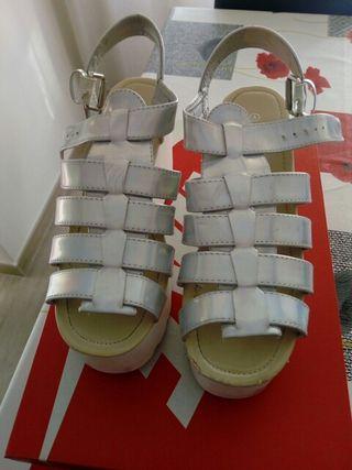sandalias color plata con plataforma