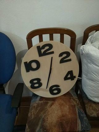Reloj grande y estiloso