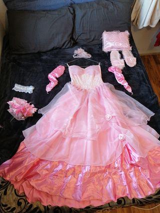 vestido de quinceañera y accesorios