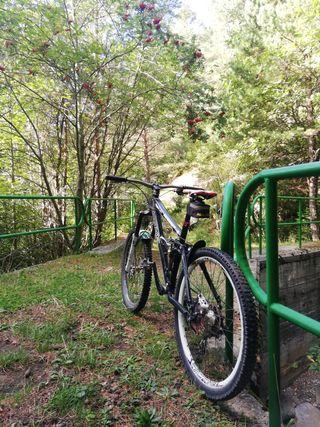 Bicicleta Enduro Cove Hustler
