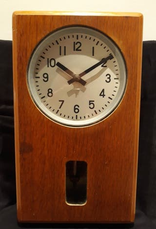 Antiguo electro reloj de pared