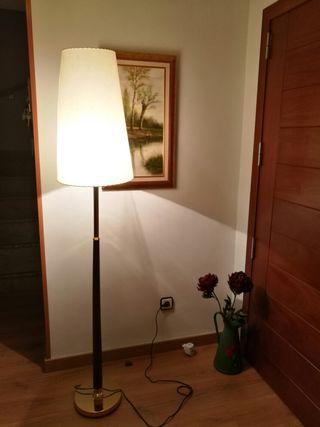 lampara de peu, pampol cònic, 1,72m,bombeta inclos