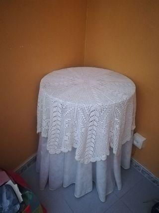 Pequeña mesa camilla