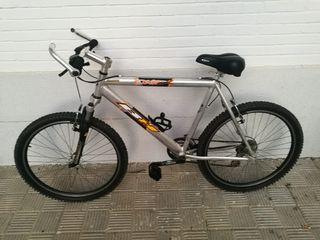 2 bicicletas + portabicicletas +chapa señalización