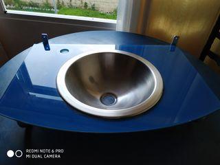 lavabo metalizado volado de cristal azul