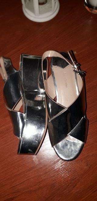 Sandalias plateadas de Stradivarius