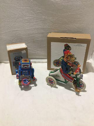Robot y mono de chapa
