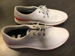 Zapatillas MUROEXE. Color gris/banco detalle rojo.