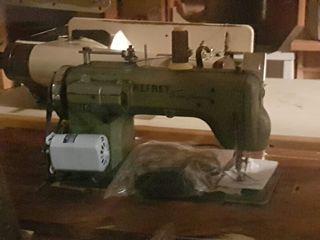 Máquina Industrial ( Bordadora y de coser) REFREY