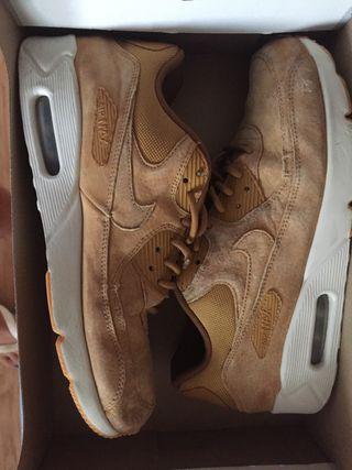 Nike Air Max marrones