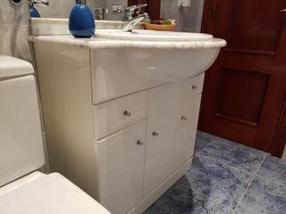 Mueble de baño con espejo tipo camerino