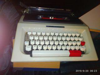 maquina de escribir oliveti