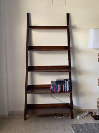 Mueble escalera. Estantes. Librería