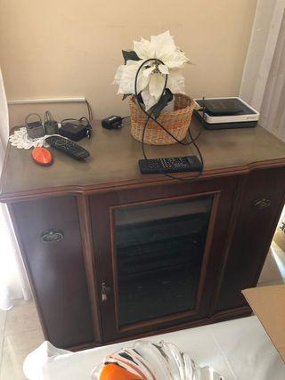 Mueble para la televisión, equipo de música y CD