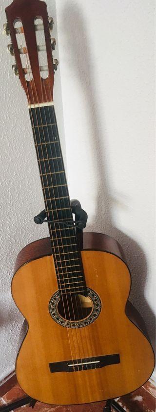 Guitarra clásica seminueva 70 €
