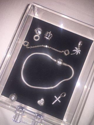 Pulsera Pandora y charms