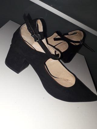 Zapatos Tacón Bajo Negros