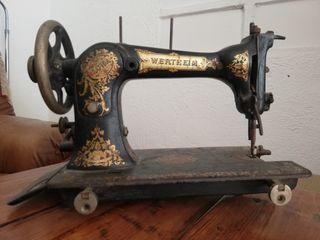 maquina coser Wertheim antigua