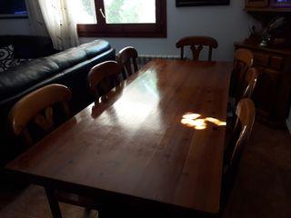 mesa de comedor con ocho sillas