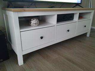mueble lacado blanco y manera de pino