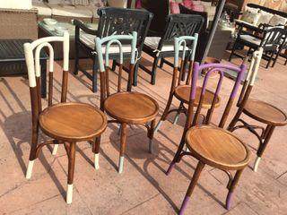 Cinco sillas, estilo Thonet