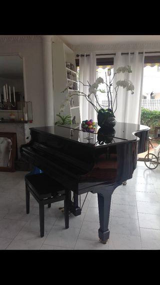 Piano de media cola Samick SG 172 negro. Año 1994