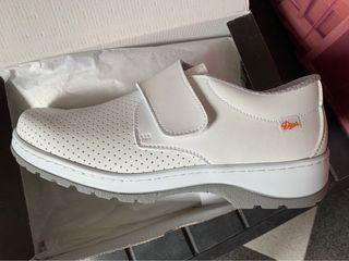 Zapatos Sanitarios Sin estrenar Núm 42