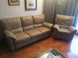 Sofá y sillón reclinable de piel