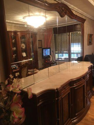 Mueble salón madera con espejo integrado