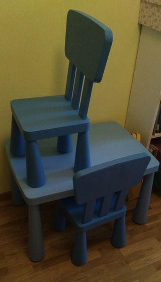 mesa y 2 sillas color azul