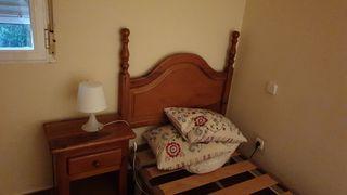 Dormitorio de madera pino