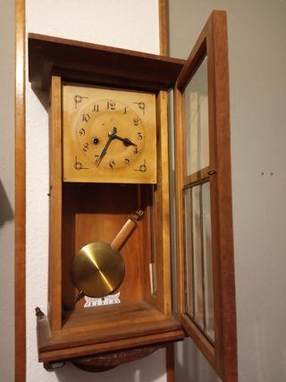 Reloj de pared antiguo 1930