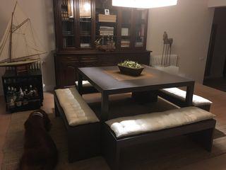 Mesa de comedor japonesa con bancos y cojines seda