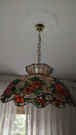 Lámpara estilo Tiffany.