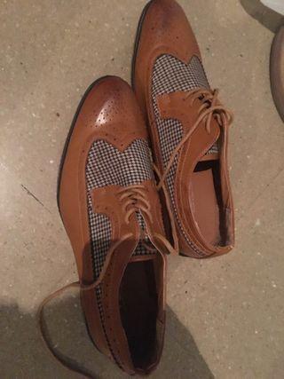 Zapatos marrones de vestir