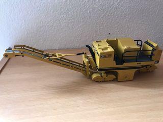 Preciosa máquina fresadora CAT PR-450 NZG 1:50