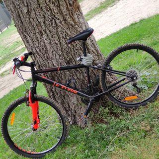 Vendo una bicicleta de montaña