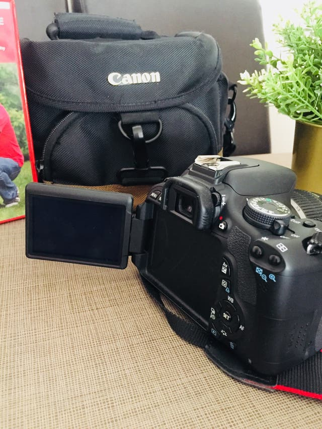 Cámara de fotos Réflex CANON EOS 600 D