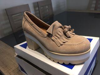 Preciosos zapatos de ante