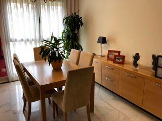 Mesa BoConcept comedor con 6 sillas y aparador