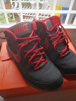 Zapatillas Nike de segunda mano en Martos en WALLAPOP