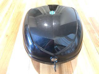 Baúl / cajón moto piaggio Liberty original