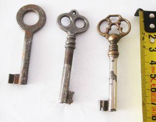 Tres llaves antiguas