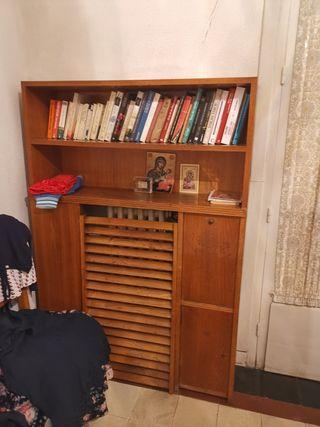 Mueble librería de roble cubre radiador