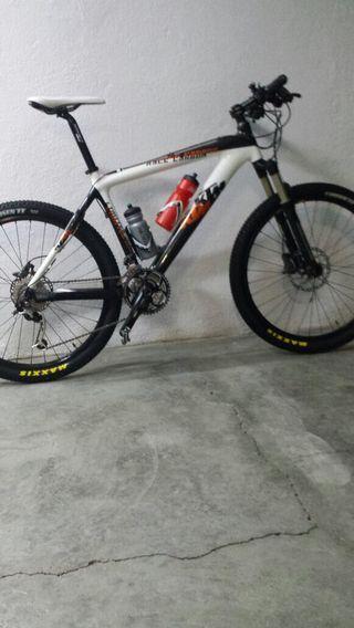 "KTM 26"" de carbono, talla M."